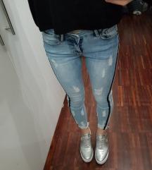 Raztegljive jeans hlače