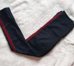 Jeans hlače z rdečo črto