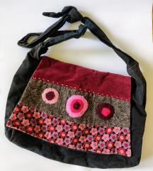 Črna vijolična unikatna torbica