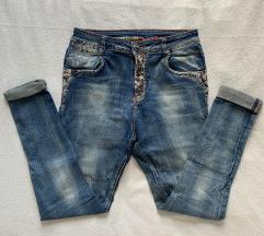 Jeans hlače z biserčki