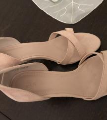Sandali z peto