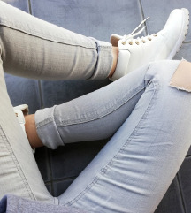 ZNIŽ.H&M knee ripped jeans