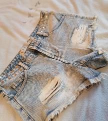 Kratke hlače z neti