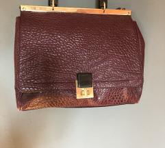 Rdeča isnjena torbica