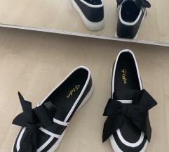 Čevlji NOVI s pentljo