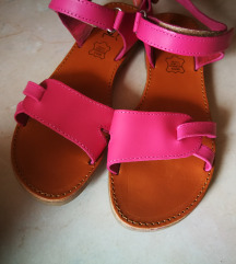 Usnjeni sandali 37