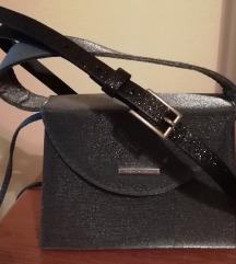 Novo srebrno siva svetleča torbica + pas