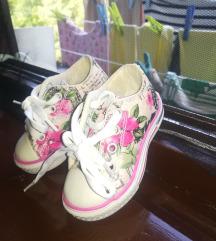 Nove nenošene superge/čevlji št.20