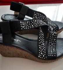 Sandali z elasticnimi trakci