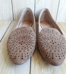 Usnjeni čevlji z luknjami in biserčki 38