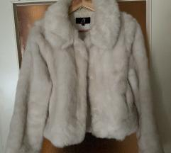 Bela zimska jakna iz umetnega krzna