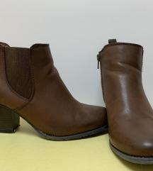 Rjavi gležnarji z nizko peto (2x nošeni)