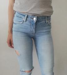 Zara svetle strgan jeans