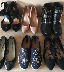 različni čevlji v št. 37
