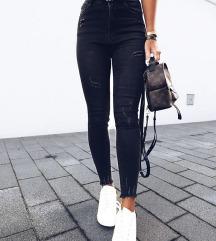 sive hlače iz Zare