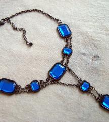 Črna ogrica z modrimi steklenimi kristali