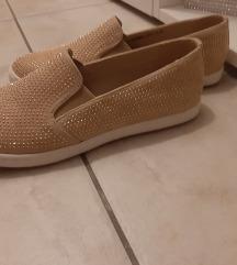 Novi čevlji s kristalcki SAMO 9 EUR