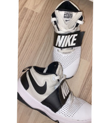 Nike hustle  teniski