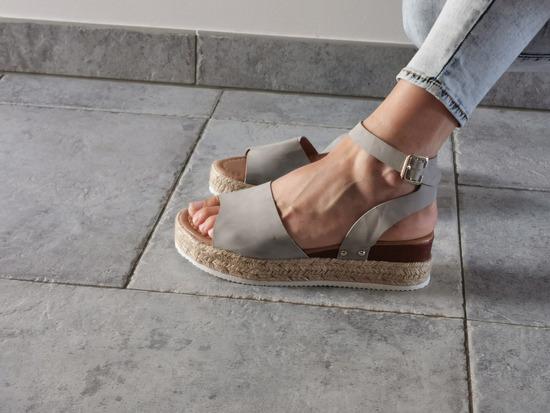 Novi sivi sandali