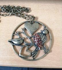 dolga ogrlica z velikim obeskom