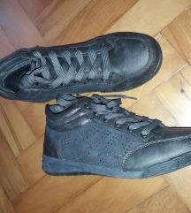 Sivi čevlji z biseri