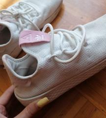 ADIDAS beli čevlji s roza napisom