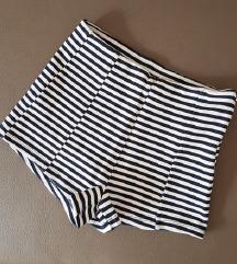 Kratke hlače z visokim pasom