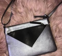Črno siva torbica