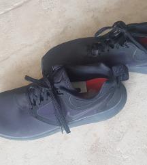 Črne Nike superge