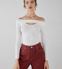 Bel elegantni pulover z izrezom