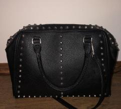 Črna torbica z netki