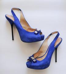 Modri sandali s kamenčki in odprtim prstom