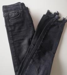 Črne jeans hlače