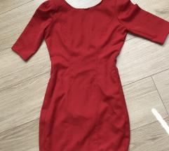 Rdeča opriketa obleka