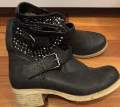 škornji 37