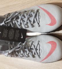 Superge Nike NOV