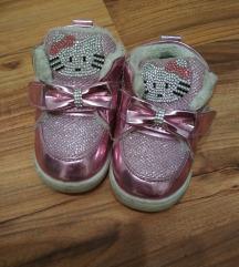 Dekliški čevlji 19