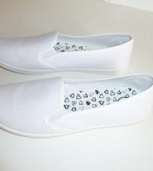 NOVI platneni čevlji, vel. 39