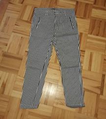 Črtaste hlače