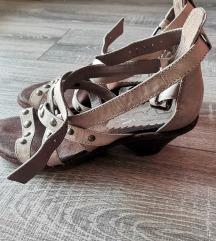Sandali s paščki