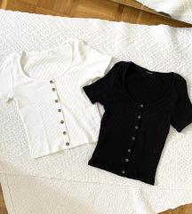 Črna in bela majčka z gumbi