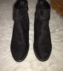 NOVI nenošeni gležnarji črni semiš čevlji 42