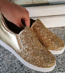 Čevlji s skrito petko