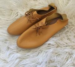 Rumeni čevlji