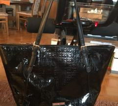 Ženska torbica Tommy Hilfiger črna lakirana
