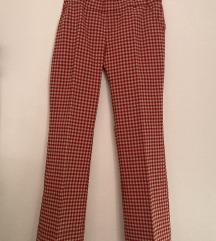 Široke hlače na črto