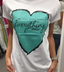 Poletna majica z bleščečim srčkom S in M