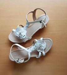 Beli sandali z rožico