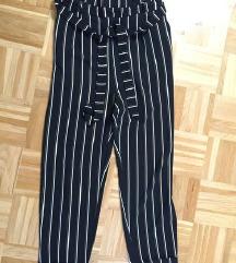 Črtaste hlače s pentljo Pull&Bear (nove)