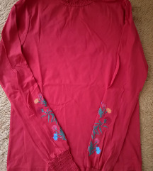Rdeča majica z vezenino